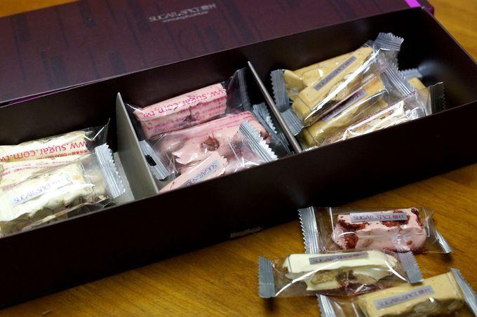 台湾のお土産といえばパイナップルケーキが定番ですが、それと並んで人気なのが実は「ヌガー」。中国語では「牛軋糖」と呼ばれるこちら、日本ではあまり馴染みがありませんが、ミルク味のソフトキャラメルの中にナッツが入ったような物です。中でも「糖村」のものはミルク感いっぱいで美味しいと大好評!今回はバラマキ土産にもおすすめのヌガーを始め様々なお菓子を扱っている「糖村」をご紹介いたします。
