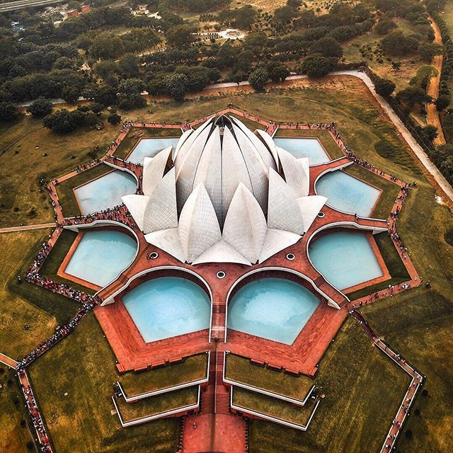 Like A Lotus Lotus Temple New Delhi In 2020 Architecture Lotus Temple Futuristic Architecture
