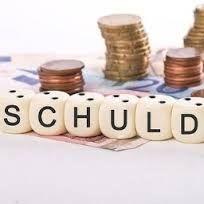 In het Stappenplan maakt u eerst een overzicht van uw schulden, en bepaalt u uw maandelijkse aflossing. Daarna maakt u een overzicht van uw inkomsten en uitgaven. Past de schuldaflossing binnen uw budget, dan kunt u een voorstel doen aan uw schuldeisers. Past het niet, kijk dan of er andere mogelijkheden zijn op zoek naar een oplossing.  http://www.zelfjeschuldenregelen.nl/schulden-oplossen/hoe-doe-je-dat/stap-1-schulden-op-een-rij/