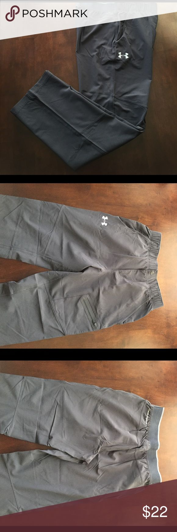Men's Under Armour gym pants Men's Under Armour stretchy gym pants.  Have pockets and elastic waistband.  Zipper and snap in front.  Have 2 very small pulls in the fabric on the front of the pants, one on the right leg thigh and the other by the fly.  These can be seen in the last two photos with dime for scale.  90% nylon, 10% elastane. Under Armour Pants Sweatpants & Joggers