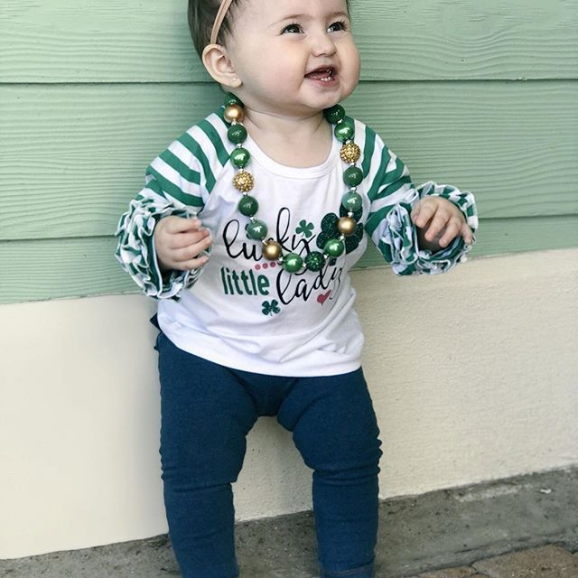 We don't skip a beat!! Getting ready for St. Patrick's Day!!!  We loveeeee the sparkles && details in this!! Outfit details: . Shirt: @thebluesage . Bow: @sophiajeweldesigns . Necklace: @mickeemoos . . . #babybrandrep #stpatricksday #luckycharm #lucky #babyjewlery #brandrepsearch
