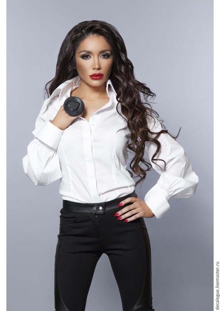 Купить или заказать Рубашка белая/черная 'ETUDE' в интернет-магазине на Ярмарке Мастеров. Экстравагантная модель белая/черная рубашка с большой воротником на стойке. Красивые манжеты, пышные рукавама. Высококачественный эластичный хлопок ткань. Очень легкая и удобная. Ультрамодная рубашка свободная, слегка приталенная и приятная к телу.
