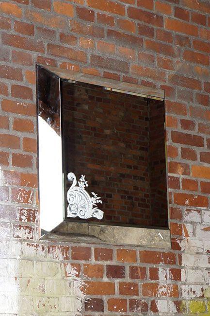 SZKLO-LUX Jaroslaw Fronczak | Die Spiegel gelten seit Jahren als ein hochgeschätztes Element der Innenausstattung, sie heben das Aussehen von Badezimmern hervor, geben jedem Raum eine ganz individuelle Note und schaffen eine einzigartige Stimmung. Die Firma Szkło-Lux bietet eine umfangreiche Auswahl an Wandspiegeln mit einer innerhalb von Spiegel befindlichen Gravur, die in der 3D-Technologie im Glas lasergraviert ist.