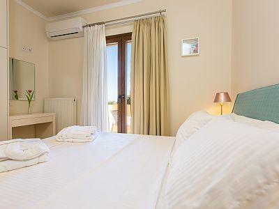 Rethymno villa rental - Bedroom with veranda access!