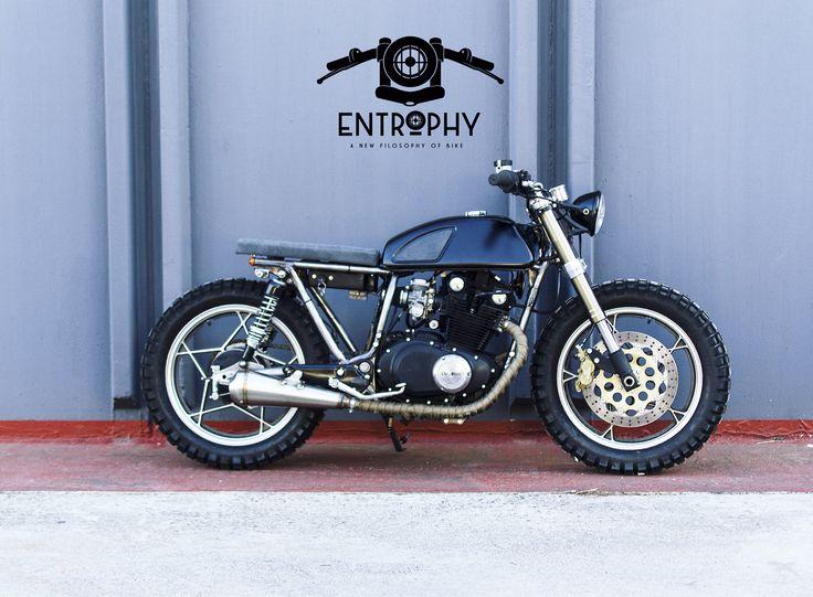 Suzuki GSX. Entrophy motorbike. Cafè racer. Custom.