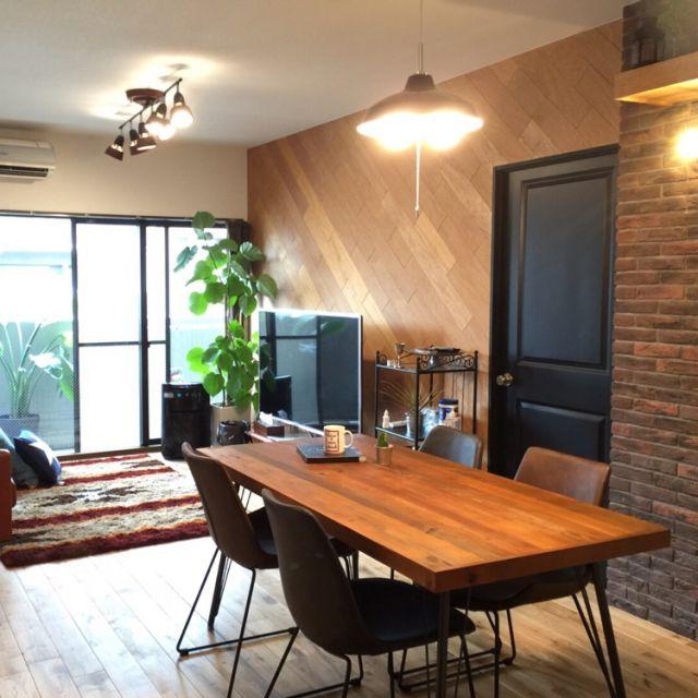 Dai-Itogaさんの、リビング,観葉植物,照明,リビング,タイル,デザイン,マンション,建具,インダストリアル,リノベーション,無垢材,のお部屋写真