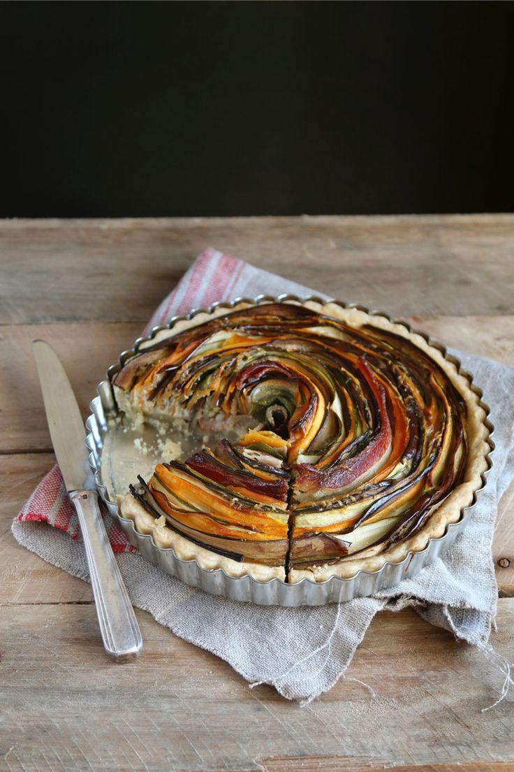 Als je het ons vraagt is dit by far de mooiste groentetaart die we ooit hebben gezien. En ja, het is een stuk makkelijker om te maken dan je denkt. Genieten! Bekijk de bijbehorende video op de website van 24Kitchen. Voor het maken van deze taart heb je een springvorm nodig met een doorsnee van […]