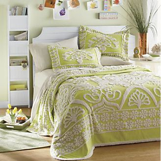 I like this, comforter looks fresh and the magazine rack is a great idea!