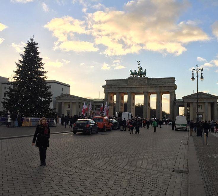 Great time visiting the #brandenburgertor in #berlin #germany #deutschland
