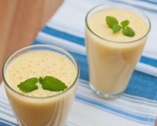Lassi indien minceur au yaourt, pêche, rose et cardamome…
