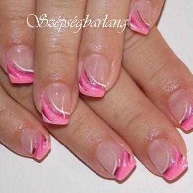 rózsaszín műköröm díszítve
