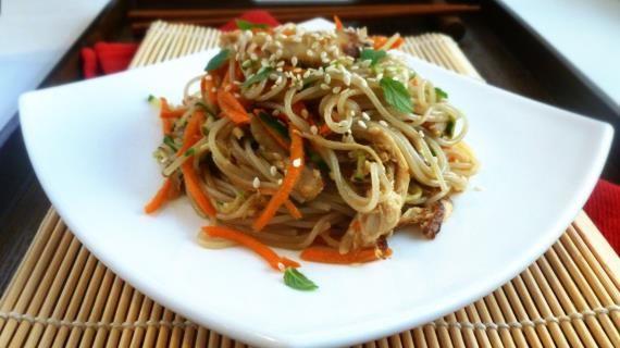 Салат из рисовой лапши с курицей и овощами, пошаговый рецепт с фото