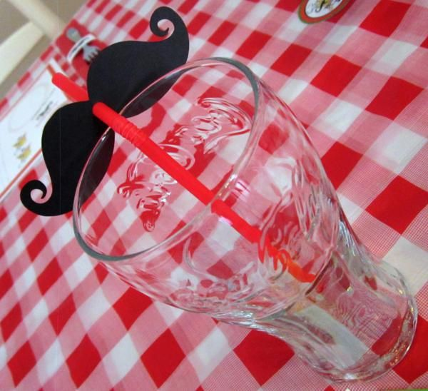 Pizza Party - moustache straws http://www.etsy.com/shop/LittleRetreats