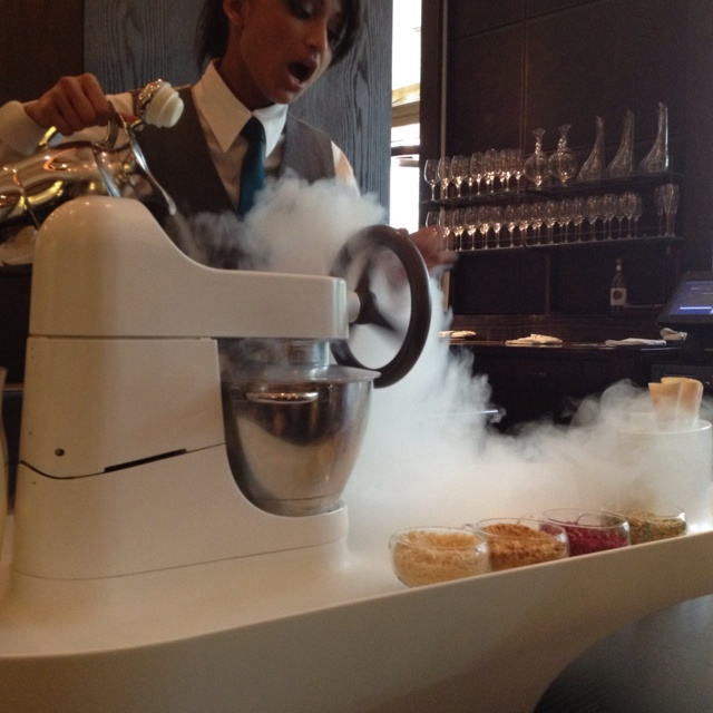 Liquid Nitrogen ice cream @Dinner by Heston
