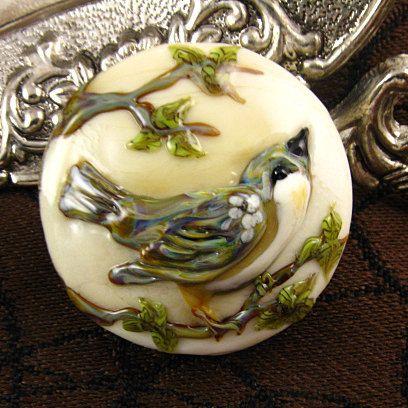 Gorgeous little bird from #kerribeads on #Etsy