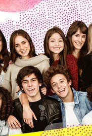 Soy Luna Episodio 1. Luna leads a happy life in Mexico where she enjoys skating. Her life change overnight when a wealthy woman offers Luna's parents a job in Argentina and also to pay an elite school for Luna....