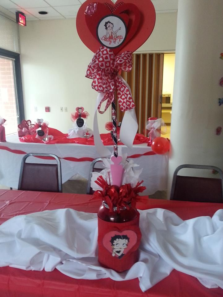 Another kind of Betty boop centerpiece I made..who would have thought from a protein shake bottle..lol!