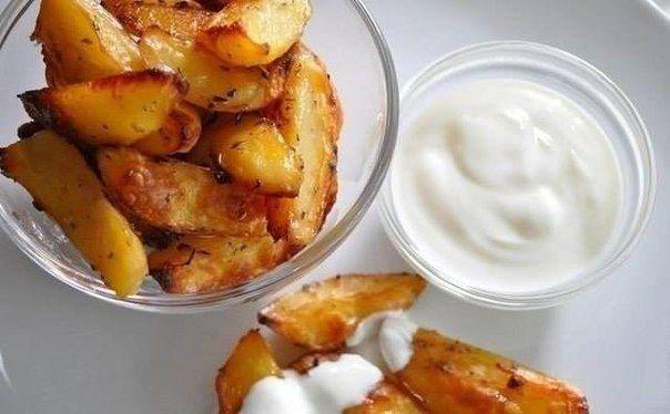 Картофель в соевом соусе  150 ккал  Ингредиенты:  Свежий картофель, соевый соус, подсолнечное масло, чеснок, соль, специи.  Приготовление:  Картофель почистить и порезать толстыми дольками. Если картошка маленькая, то на 4 части. Высыпать в кипящую подсоленную воду, варить до полуготовности. Сделать соус: масло+соев.соус+чеснок+соль и специи. Слить воду, остудить, вылить в картошку соус, кастрюлю накрыть крышкой и потрясти так, чтобы все перемешалось. Глубокий противень смазать маслом…