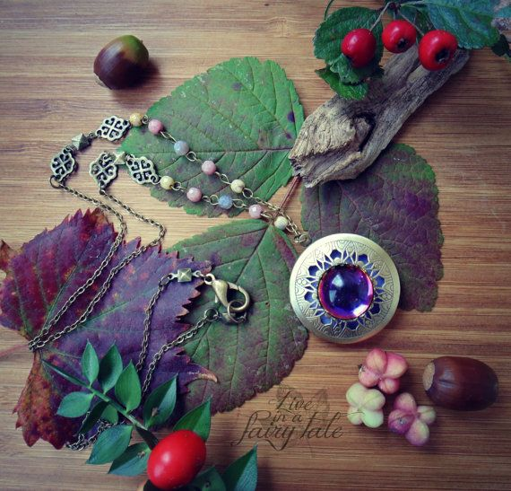 September's Heart di liveinafairytale su Etsy #aromaterapic #essentialoil #paganjewelry #witchjewelry #wiccajewelry #aromatherapydiffusers #fantasyjewelry #fairyjewelry
