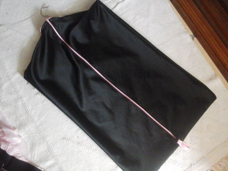 Portabiti ,Custodia per abiti Coat Hanger in pregiato raso nero per organizzare il tuo armadio o per viaggi - Hanging Garment Bag di Babaluccia su Etsy
