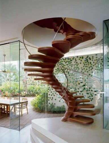 Diseño de Escalera de Caracol. Para mi se parece mucho a una columna vertebral.