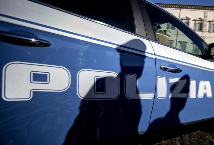 NOVARA Un inserviente di 47 anni dipendente di una cooperativa, è stato arrestato dai carabinieri di Novara, dopo aver maltrattatodelle persone anziane