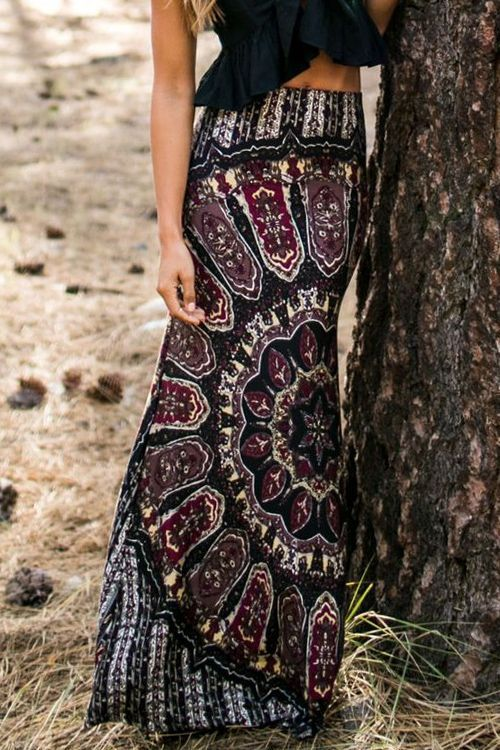 Love Love LOVE this Maxi Skirt! Navy and Wine Vintage Style Print Long Maxi Skirt #Fall #Maxi #Skirt #Outfit #Ideas