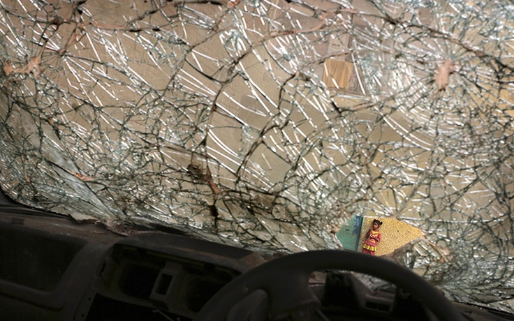 how to fix a rock chip on a car windshield
