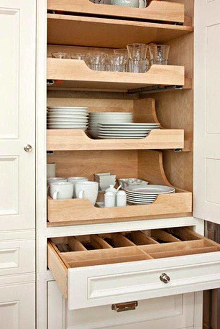 Foto: Praktische indeling van keukenkast met overzichtelijke laden.. Geplaatst door Tiara op Welke.nl