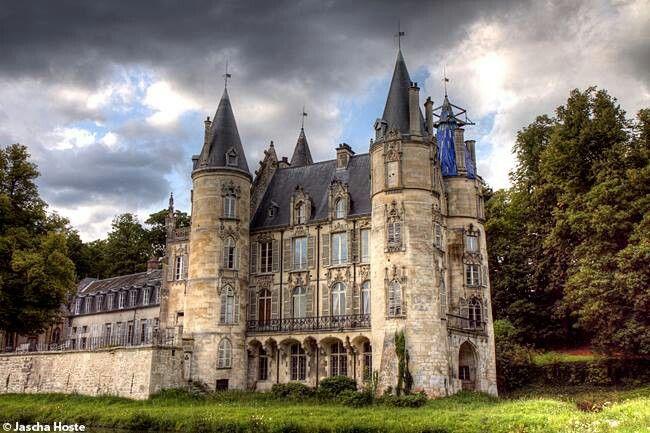 Abandoned castle in France urbex decay www.lostintimeue