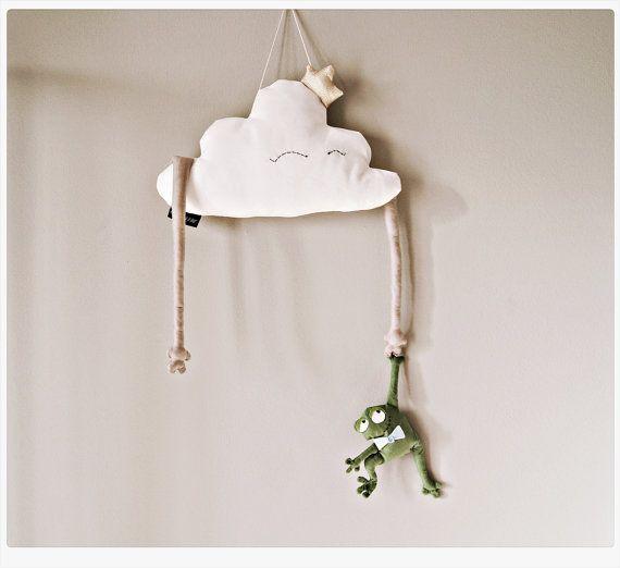 """Enfants oreiller Cloud en peluche jouet princesse Cloud en forme softie oreiller or grenouille - blanc, beige et vert. Décor de pépinière de pièce 18""""(47cm)"""
