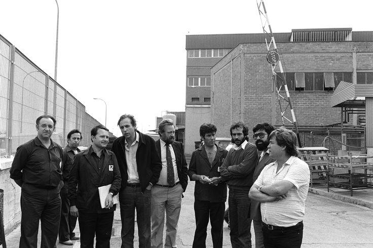 Con Raimon Obiols y unos trabajadores de una empresa textil en Sabadell.
