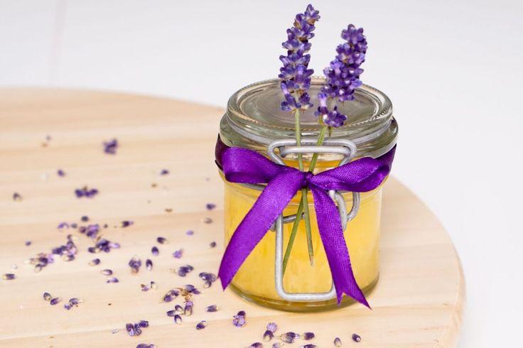 Zelf natuurlijke aftersun maken is met dit recept niet alleen heel makkelijk en leuk, maar je bespaart er ook het nodige geld mee!