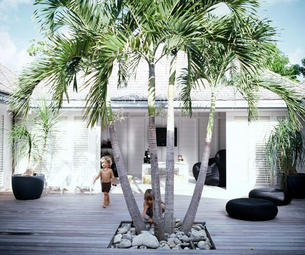 This house is located on the Caribbean island St. Barths. An interior designer lives there with her children.