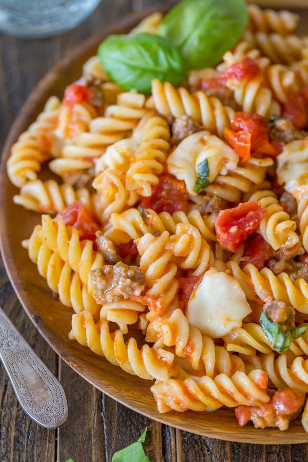 One Pot Pasta With Tomato, Basil, and Mozzarella - The perfect ONE POT weeknight dinner solution. Clean up takes no time, and the flavor is amazing!!