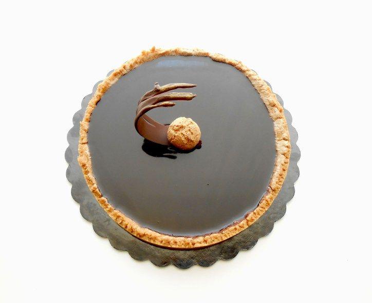Sablè agli amaretti con mousse e glassa al cioccolato