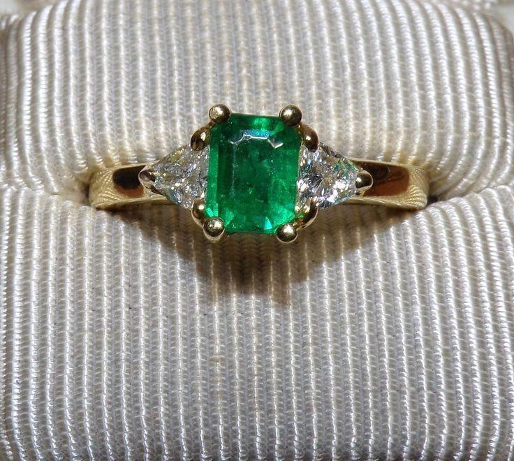 18K SOLID Yellow Gold EMERALD Cut Natural EMERALD Ring W/ Trillion Cut DIAMONDS