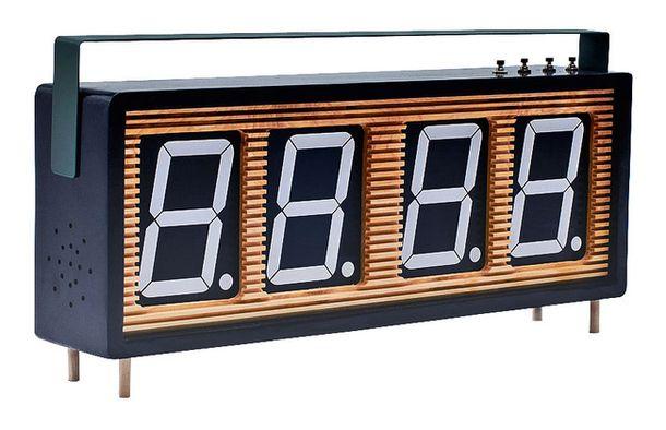 Часы Shotclock, пластик, дизайнер Том Чунг.
