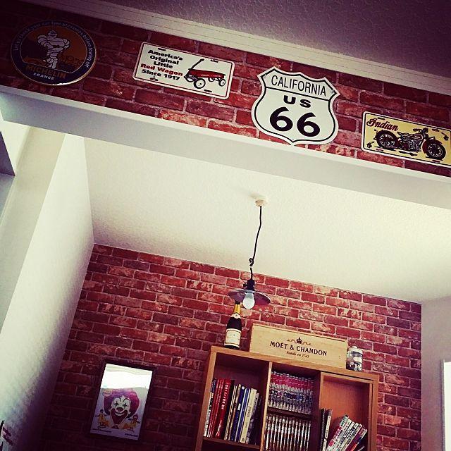 壁 天井 壁紙屋本舗 ガレージハウス ポスターのある部屋 世田谷ベース