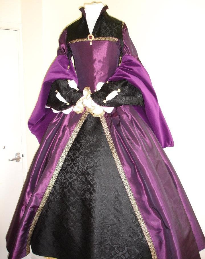 Purple and Black Tudor Gown, with Partlet with High Collar  #sca #garb #tudor