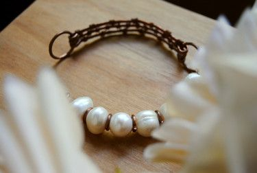 Bracelet made of copper and pearls by GioieLì  #copper #hammered #pearl #handmade #gioielì #wirejewels