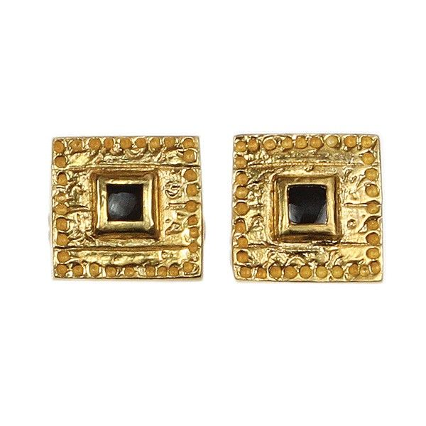 Visit Sima Vaziry at Boutique de Noel for stunning and meaningful jewellery also showcased in the British Musuem. These cufflinks make a wonderful gift for men, made with onyx and 18k gold on silver.