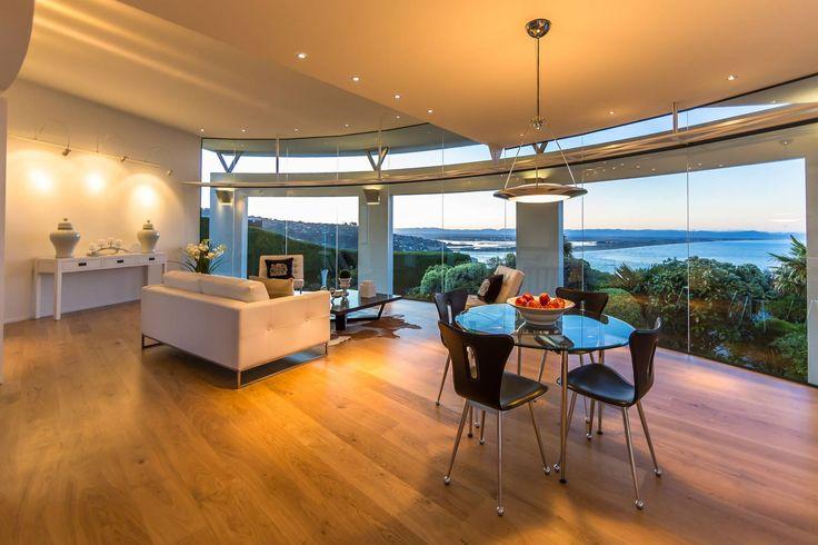 É sempre verão... E você pode aproveitar esta vista enquanto janta nesta mansão na Nova Zelândia.  http://br.luxuryestate.com/p28337561-casa-independente-em-venda-christchurch