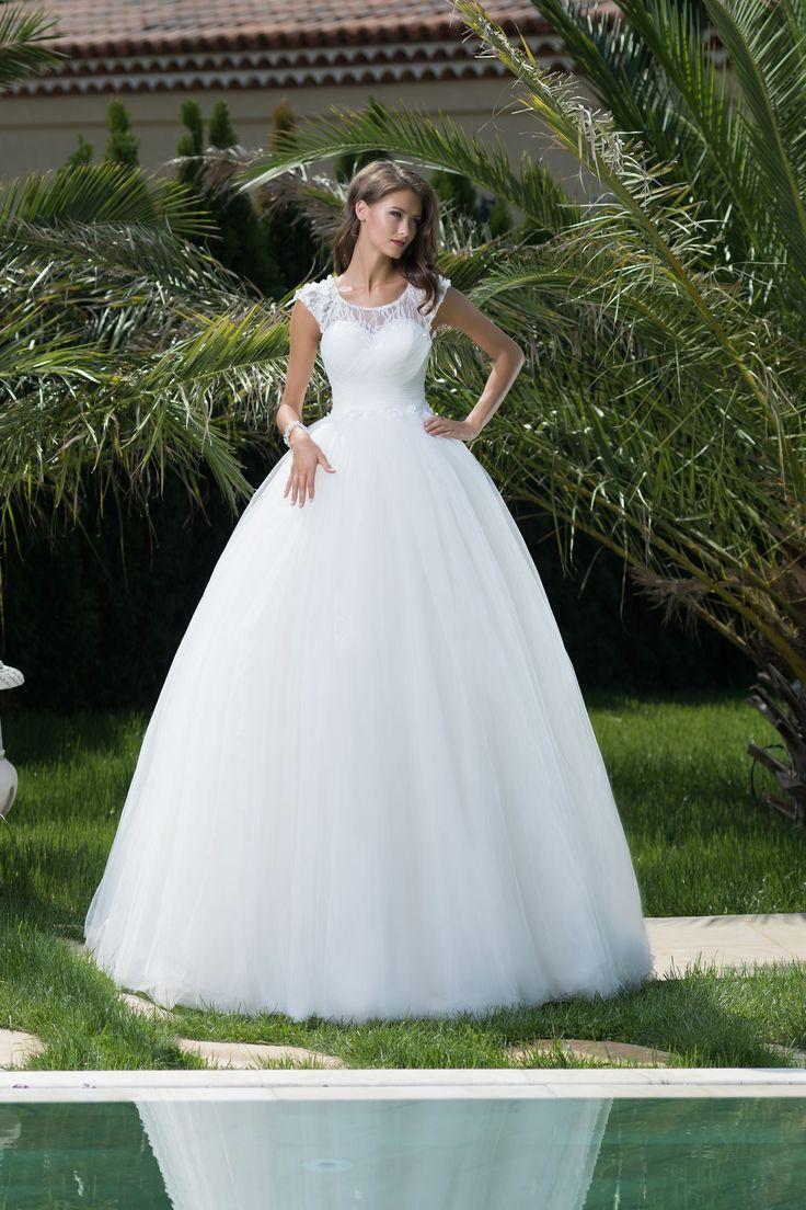 Nádherné princeznovské svadobné šaty s krajkovým vrškom