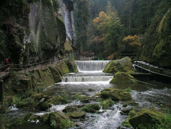Waterval in de Edmundsklamm http://www.naturescanner.nl/europa/tsjechie