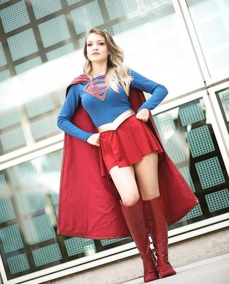 Superwoman Kostüm mit roten Stiefeln