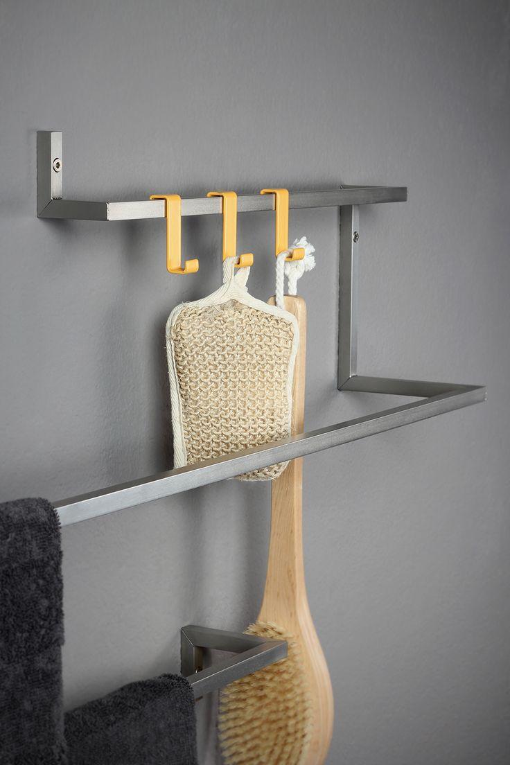 SCHWEIßDRAHT Werkstatt _ Handtuchhalter HERRENDIENER _ WAS DAS ZEUG HÄLT. Das wandhängende Edelstahlgestell dient im Bad als Handtuchhalter, im Eingangsbereich als Garderobe oder bietet in der Küche Aufhängungen für Geschirrtücher & Co. Passende Haken lassen sich flexibel am HERRENDIENER einhängen und halten alles griffbereit.  www.schweissdraht-werkstatt.de
