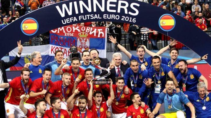 La selección española de fútbol sala ha conquistado el séptimo Campeonato de Europa de su historia tras imponerse (3-7) a Rusia en la final, un título que devuelve a la 'Roja' con toda justicia al trono continental.