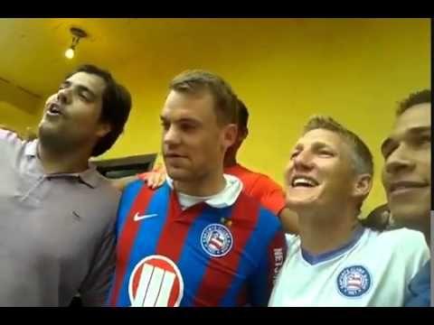 Neuer e Schweinsteiger cantando hino do Bahia