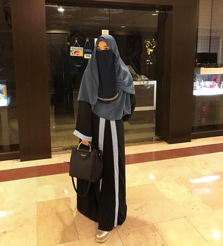 Mana @fariqmuniri ni? Hmm  hihihi i'm set blue shawl from @aarabella.co, macam biasa selekeh je hari hari  #aarabellasisters